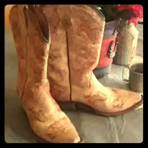 Corral snipped toe boots